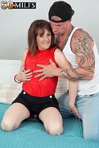 The new British SEXY HOUSEWIFE shags the delivery boy
