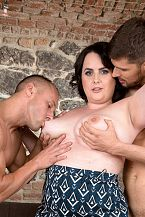 Sarah Jane Receives Cheerful With 2 Studs